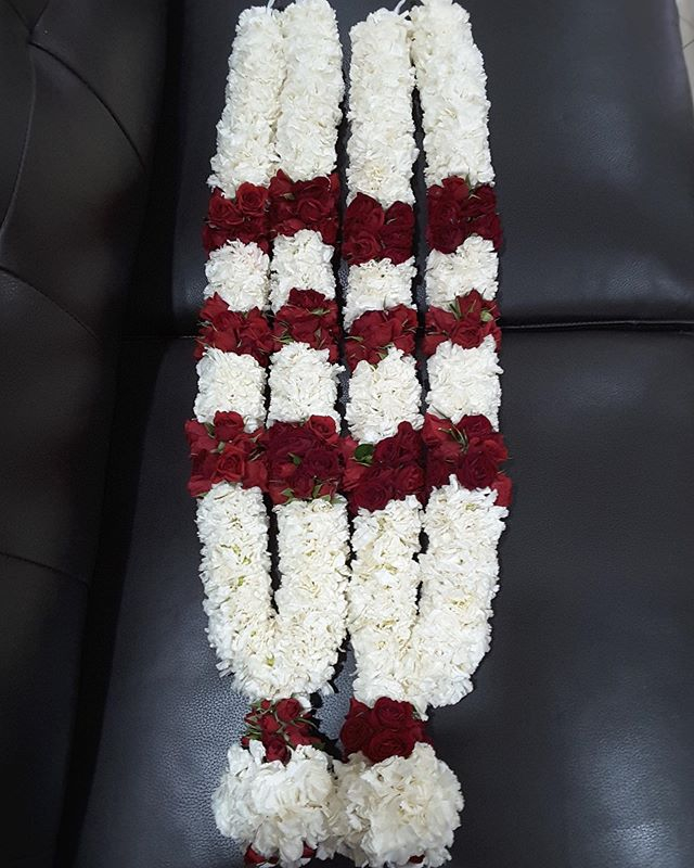 Sai Garlands Fresh flower Indian wedding garlands - Red rose and white carnation